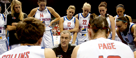 gb_women_huddle_568